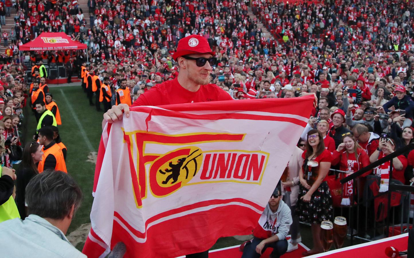 Fans van Union Berlin vieren de promotie naar de Bundesliga.