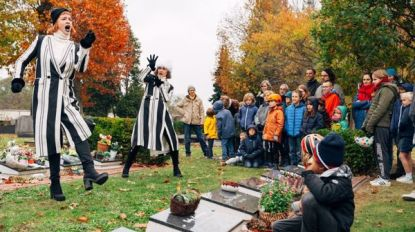 Familievoorstelling op kerkhof van Rijmenam