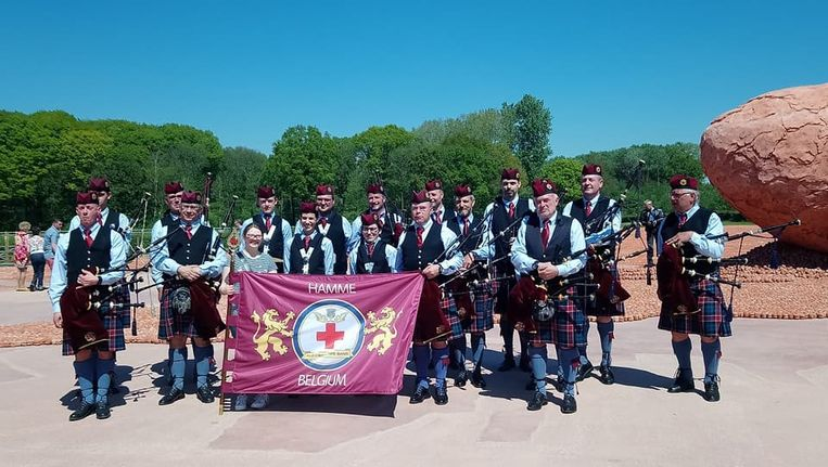 Deze zomer was de Flanders Red Cross Pipe Band te gast in Amiens tijdens 'Pipers for peace'.
