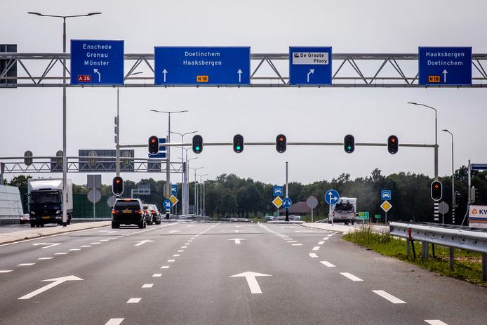 Vanaf hier is het duidelijk; rechtdoor naar de N18. Maar vanuit het centrum van Enschede is het zoeken.