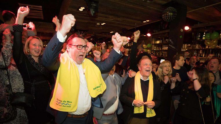 Richard de Mos, van de lokale partij Groep de Mos, viert een feestje na zijn overwinning in Den Haag. Beeld ANP