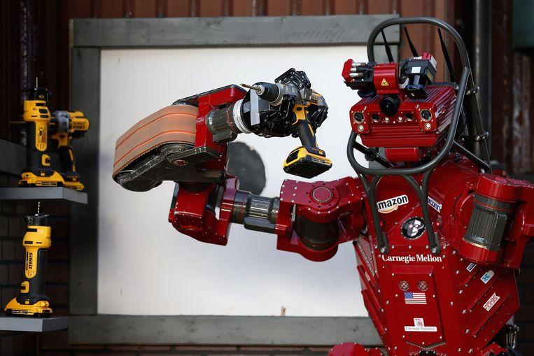 De dreigingen lijken nu nog moeilijk voorstelbaar, maar de tijd dat AI-robots volledig geloofwaardige maar niettemin valse video's maken, is nakend.