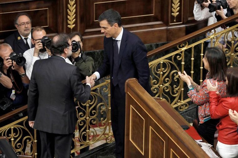Rajoy feliciteerde na de stemming de nieuwe premier, Pedro Sánchez.