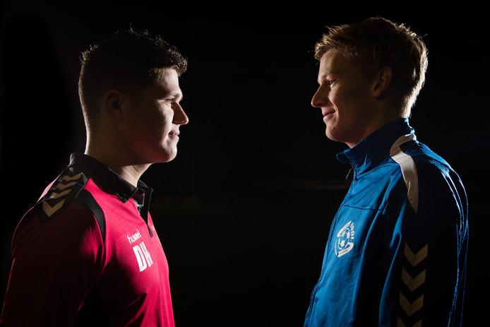 Dit is geen 'staredown' van twee boksers, het zijn de voetballers Daan Hobert en Daan Hobert van Haarle en SDOL (r).