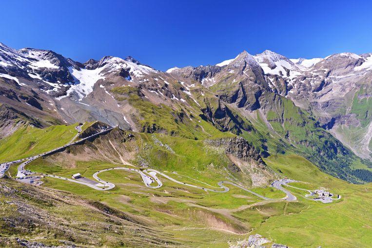 De weg slingert door het nationale park Hohe Tauern en gaat tot een hoogte van bijna 2600 meter.