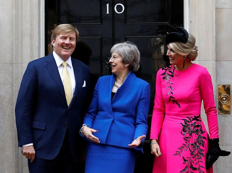 24 oktober 2018: May verwelkomt koning Willem-Alexander en koningin Màxima op Downing Street 10. Beeld REUTERS