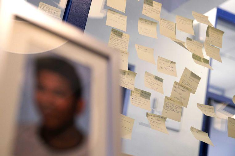 Op een middelbare school in Heerlen werd vorig jaar een herdenkingshoekje ingericht nadat een 15-jarige scholier zelfmoord pleegde.  Beeld ANP
