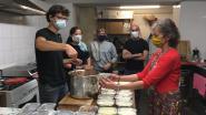 Vrijwilligers van Gents Solidariteitsfonds koken voor het laatst. Meer dan 9.000 maaltijden verdeeld in coronaperiode