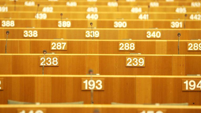 In de vergaderzaal van het Europees Parlement zijn de stoelen genummerd. Beeld anp