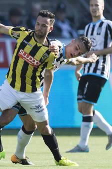 Pelupessy ruilt shirt met Bruns, Boschker in illuster elftal