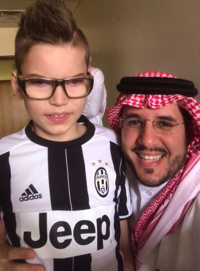Dani met zakenman Fahad Abunayyan, die zich inzette voor de jongen.