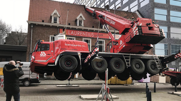 Kraan valt op Rotterdamse studentenvereniging Laurentius