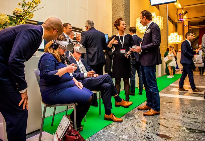 Aan de groene loper konden vandaag op uitnodiging van de gemeente Rotterdamse start-ups maar bijvoorbeeld ook hetErasmus MC zich presenteren.