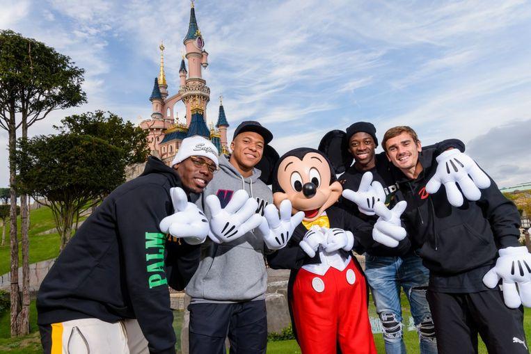 Pogba, Mbappé, Mickey Mouse, Dembélé en Griezmann.