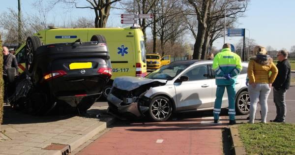 Auto slaat over de kop bij ongeval in Hengevelde.