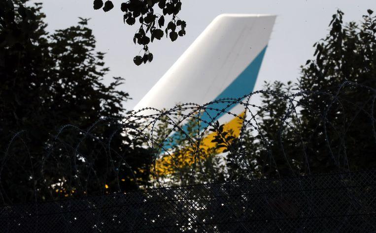 Het vliegtuig met Oekraïense gevangenen die aan Rusland worden overgedragen, waar Tsemach deel van uitmaakt. Beeld EPA