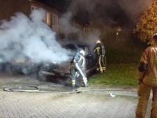 Politie vermoedt brandstichting bij busje in Almelo