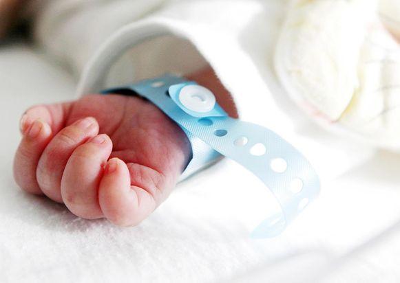 Heel wat ziekenhuizen overwegen om kraambezoek in de materniteit te beperken of zelfs volledig te verbieden.