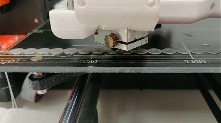 Een close up van de printkop van de 3-D-printer Beeld LUMC