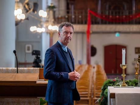 Een kerstboodschap van de dominee en pastoor: 'In alles zit een barst. Zo komt het licht naar binnen'