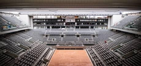 Le toit du Central et huit courts éclairés prêts à accueillir Roland-Garros cet automne