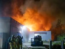 Grote brand bij omstreden visverwerker in Bunschoten houdt brandweer vele uren bezig