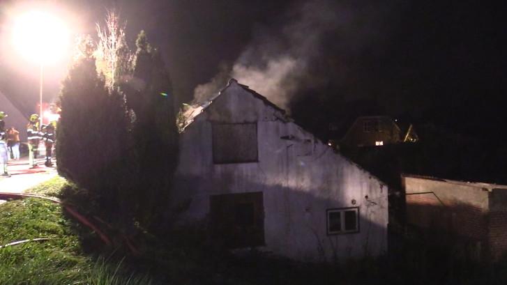 Vuur verwoest leegstaande dijkwoning in Aalst