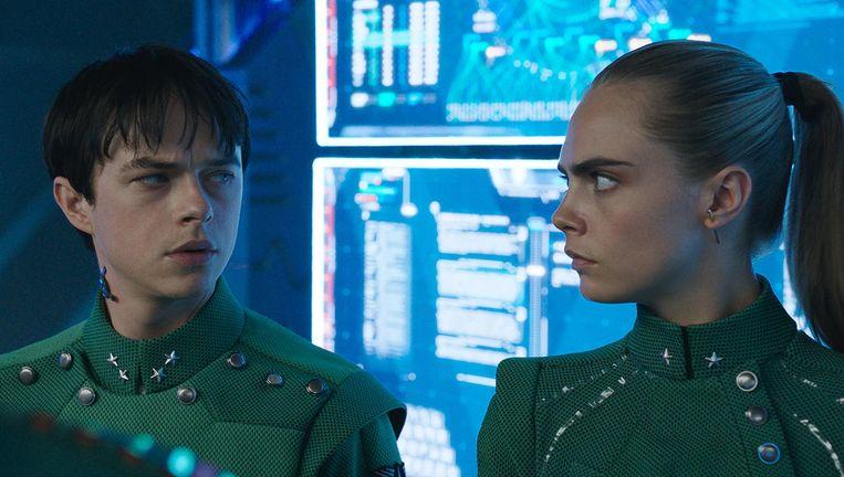 Dane DeHaan als Valerian en Cara Delevingne als Laureline in Valerian. Beeld