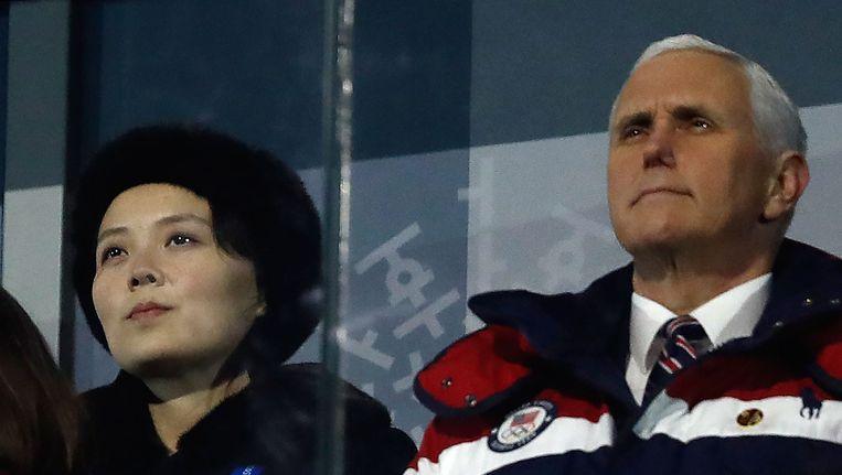 De Amerikaanse vicepremier Mike Pence en Kim Yo Jong, zus van de Noord-Koreaanse leider, zaten achter elkaar bij de openingsceremonie. Beeld afp