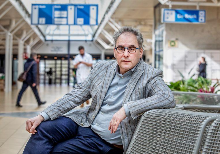 Onderzoeker Marc Bonten werkt mee aan het onderzoek naar de effecten van het tbc-vaccin. Beeld Raymond Rutting / de Volkskrant