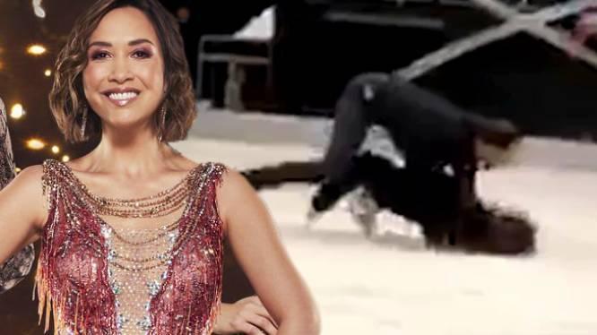 Britse 'Dancing on Ice' loopt fout: deelneemster ziet licht uitgaan en smakt tegen de piste