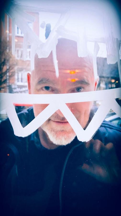 Fabrizio Borrini est un artiste liégeois et est aussi directeur artistique du Palais des Imaginaires à la Foire du Livre.