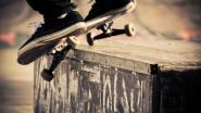 Slachtoffer weert minutenlang messteken af met skateboard: dader krijgt drie jaar cel