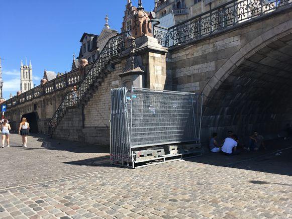 De hekken aan de Sint-Michielshelling stonden klaar, maar zijn niet gebruikt.