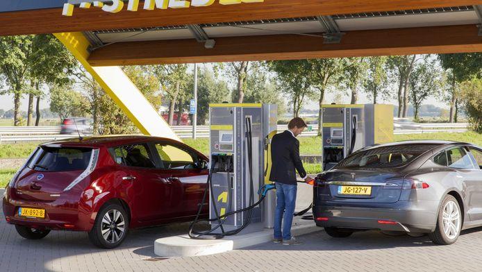 Fastned bouwt aan een Europees netwerk van snellaadstations waar alle elektrische auto's in gemiddeld 20 minuten kunnen opladen.