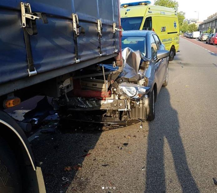 de auto na het ongeval aan de Rijnstraat in Den Bosch.