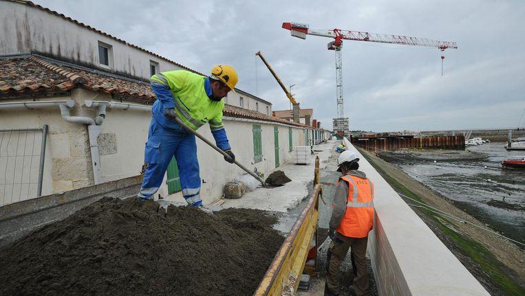 Bouwvakkers aan het werk in La Flotte in Frankrijk Beeld afp