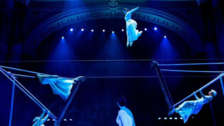 De Russische schommelact tijdens de generale repetitie van het Wereldkerstcircus in Koninklijk Theater Carré. Beeld anp