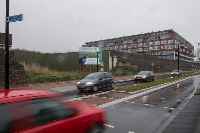 De locatie aan De Binnenhoek waar de Hanzetoren moet komen te staan.