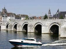 Stukje stadsmuur Maastricht stort in