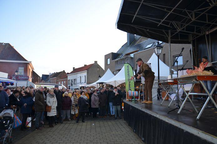 De varkenskopverkoop tijdens de Sint-Antoniuskermis in Iddergem.