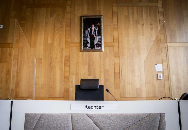 Coronamaatregelen in de rechtbank van Den Haag. Die zijn genomen voor de anderhalvemetermaatschappij. Beeld ANP