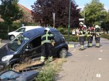 Auto total-loss na botsing op kruispunt in Venhorst, vrouw bevrijd
