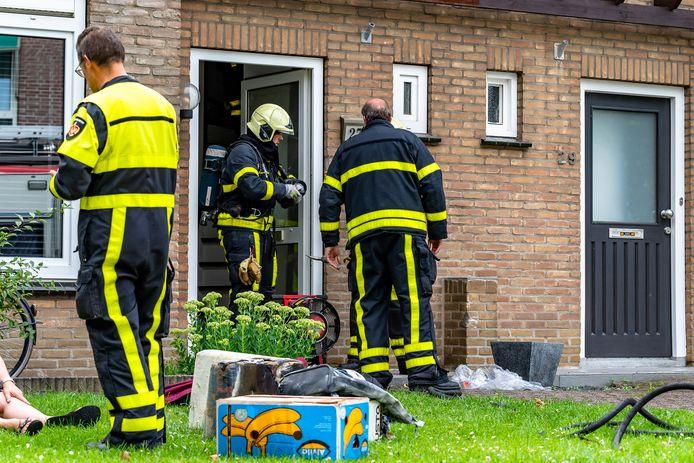 De brand aan de Jasmijnstraat in Made trok veel kijkers.