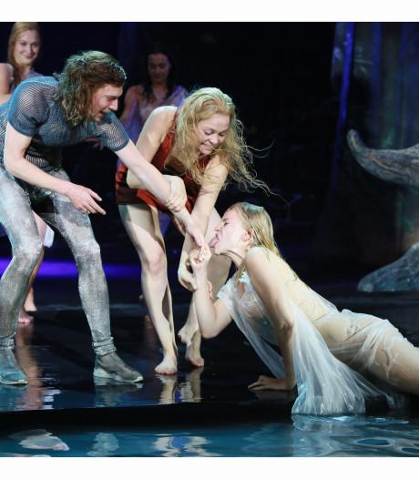 O, Ondine! Onderwatersprookje in schouwburg is 'epische productie'