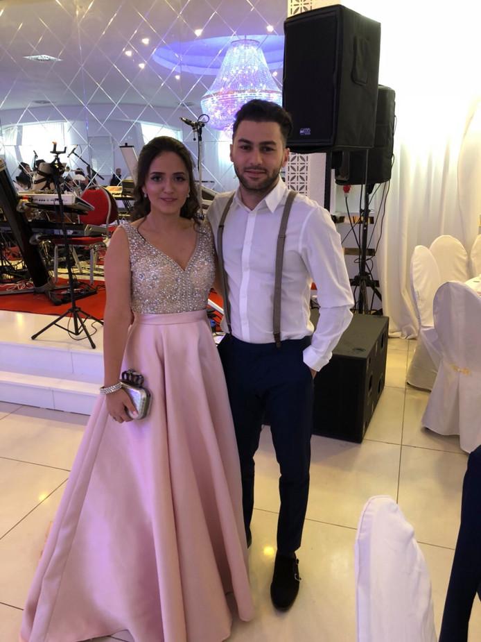 Hamist Asadour  op de bruiloft met het bewuste handtasje
