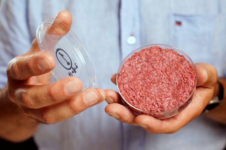 Volgens het recente onderzoek lijkt het voorlopig beter om een gewone hamburger of steak te eten in plaats van kweekvlees.