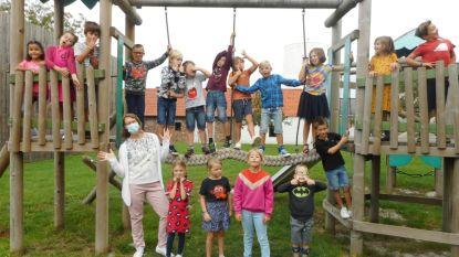 """Leerlingen Vrije Basisschool Opstal al dansend het schooljaar in: """"Zo blij dat iedereen terug is!"""""""