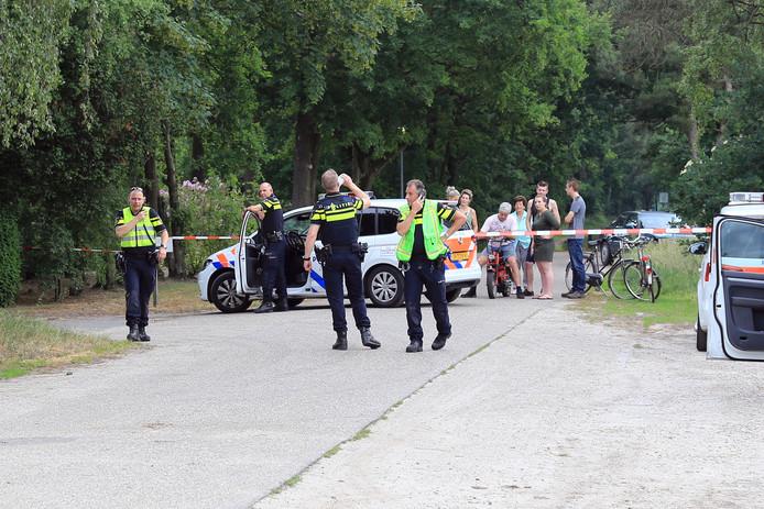 De politie doet onderzoek in Milheeze.