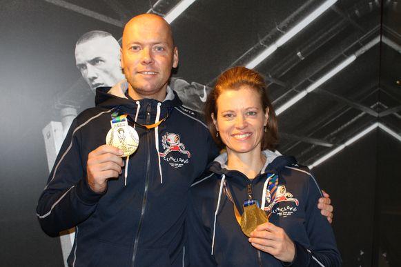 Michiel Schellekens en Isabelle Huybrechts met hun medailles.